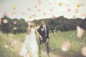 結婚式の余興におすすめ!定番&人気の曲7選~ギター 歌 ピアノ 弦楽器 ~