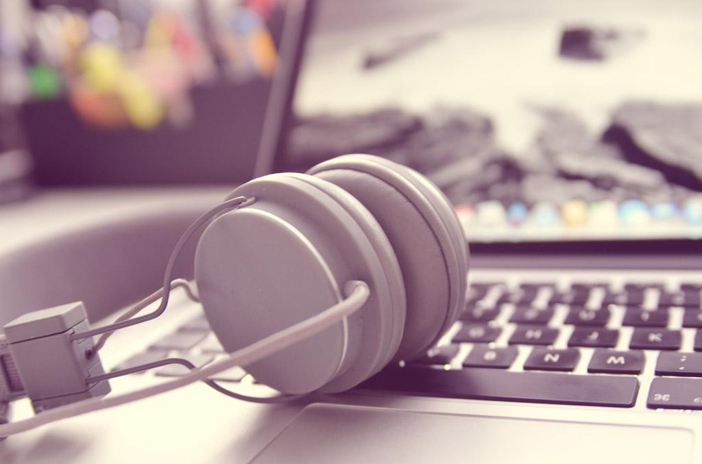 ヒーリングミュージックを聴こう おすすめCD3選 ~ストレス解消 リラックス~ α波